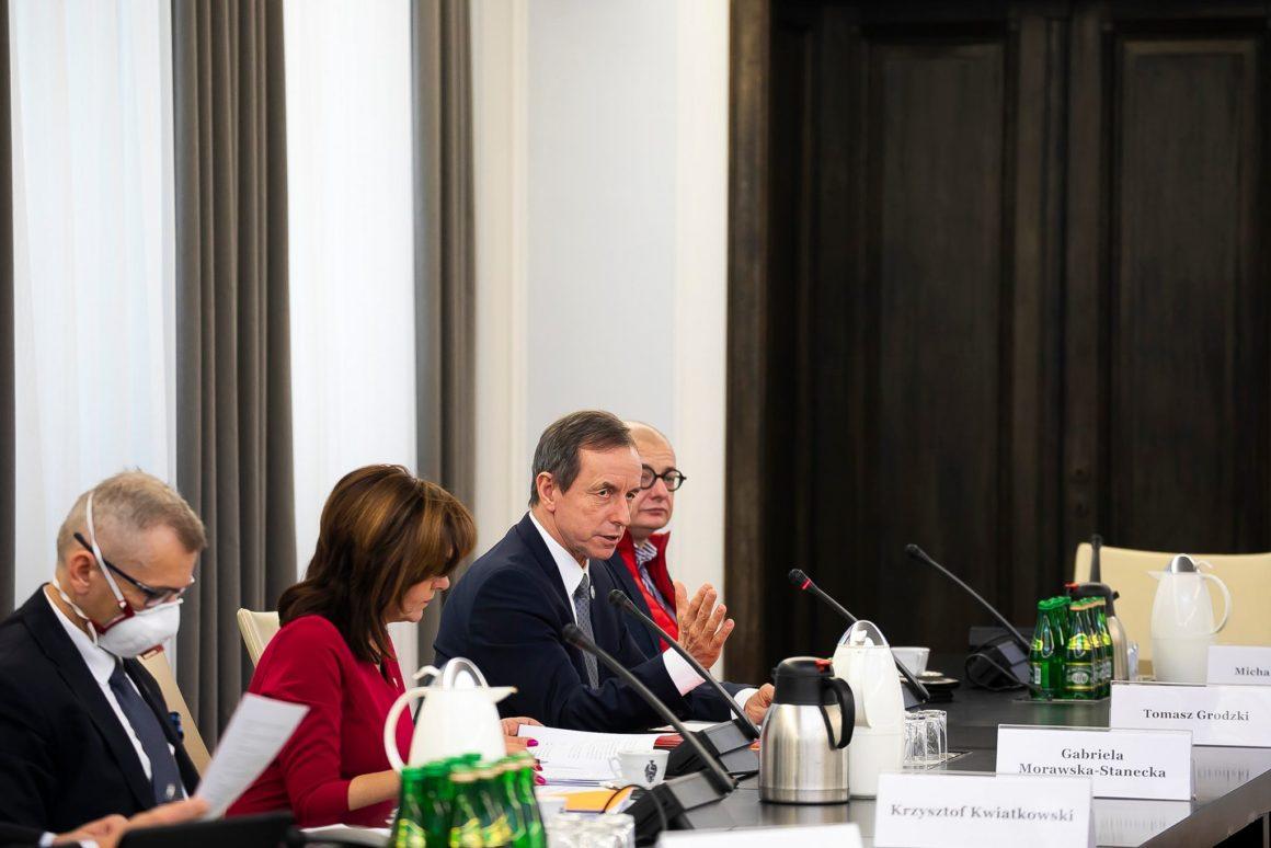 Konsultacje z udziałem ekspertów w związku z pracami nad ustawą o szczególnych zasadach przeprowadzania wyborów powszechnych