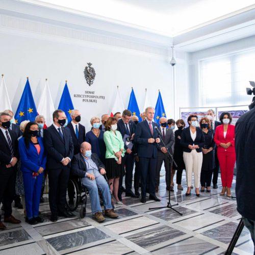 Oświadczenia senatorów w sprawie obecności Polski w Unii Europejskiej!