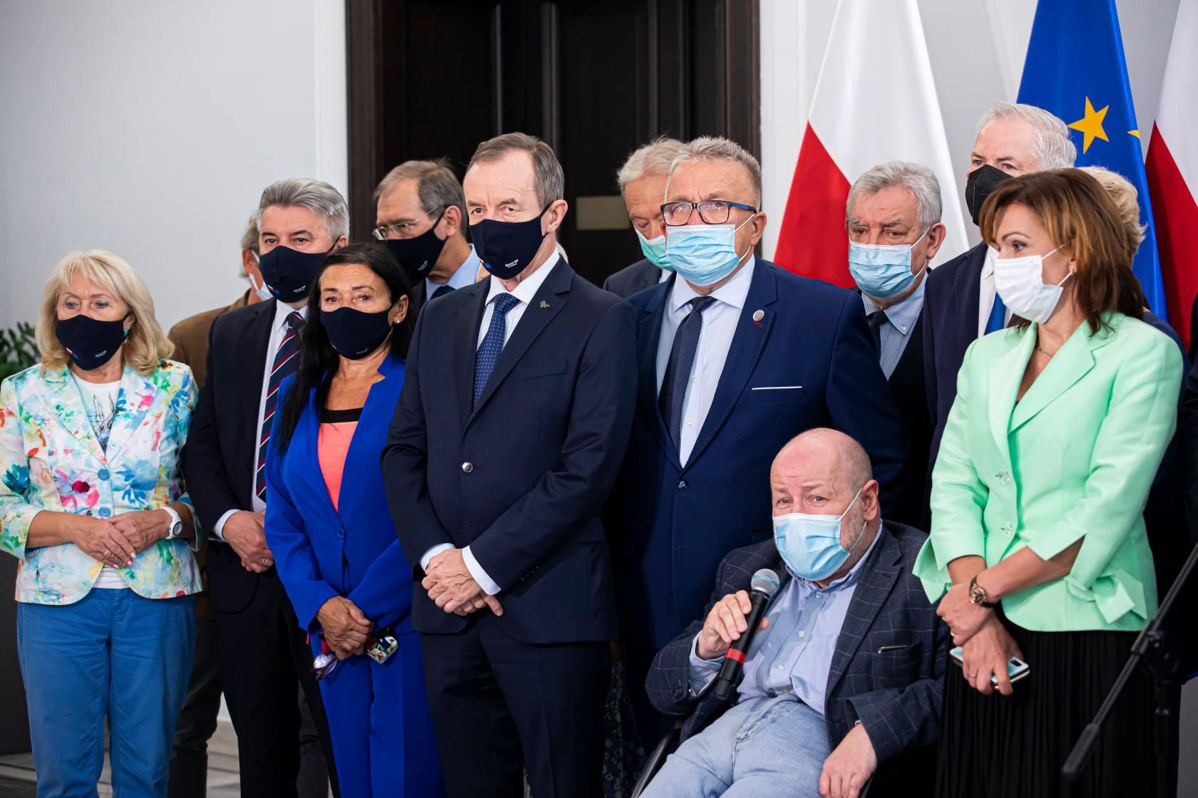 Oświadczenia senatorów w sprawie obecności Polski w Unii Europejskiej 3